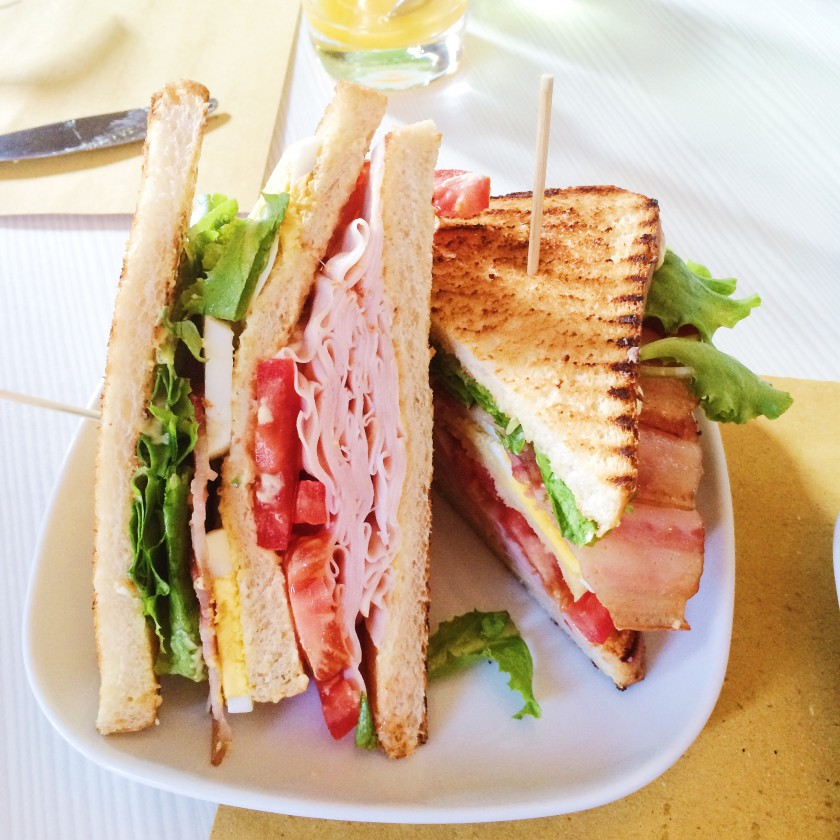 Checchi Cafè Brunch Club Sandwich Classico