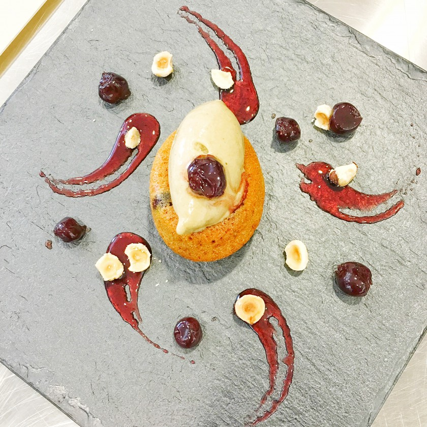 Savarin alle amarene con gelato al pistacchio diego crosara